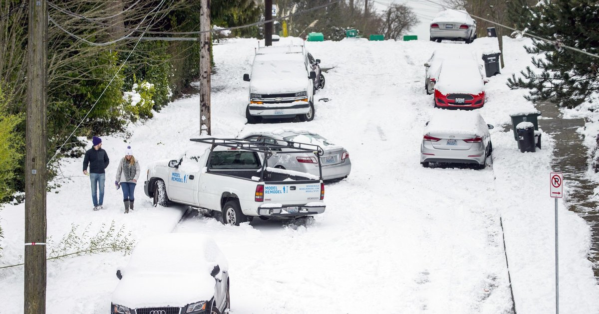 Pacific Northwesterners feel pressured to drive to work on snow days — and think they're good at doing so, poll finds