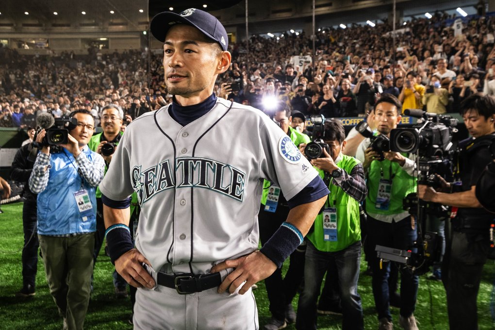 After announcing his retirement to Seattle media in a small press conference inside the Mariner clubhouse, Ichiro returned to the Tokyo Dome turf to take a victory lap and salute the fans, very few of whom had left in the meantime. (Dean Rutz / The Seattle Times)