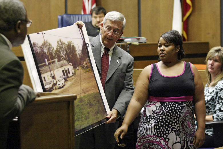 FILE –  In this June 14, 2010 file photograph, Clemmie Flemming points out to prosecutor Doug Evans, center, where she spotted Curtis Giovanni Flowers on the morning of four slayings at Tardy Furniture in Greenwood, Miss. Evans, a Mississippi prosecutor who has tried the same man six times in a death penalty case now will decide whether to seek a seventh trial after the U.S. Supreme Court found racial bias in jury selection. (Taylor Kuykendall/The Commonwealth via AP, File)