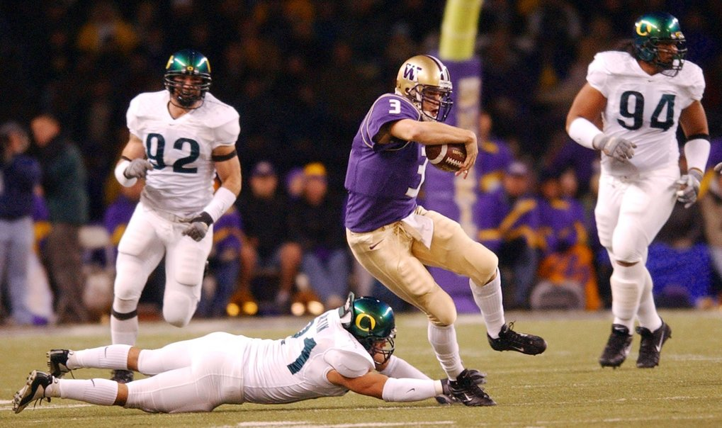 Former Washington quarterback Cody Pickett runs the ball in 2003. (AP Photo/Elaine Thompson)