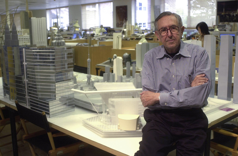 The architect Cesar Pelli at his studio in New Haven, Conn., Oct. 11, 2004. Pelli, who designed some of the world's most recognizable buildings, including the Petronas Twin Towers in Malaysia, briefly the world's tallest structure, died at home in New Haven on July 19, 2019. He was 92. (Thomas McDonald / The New York Times)