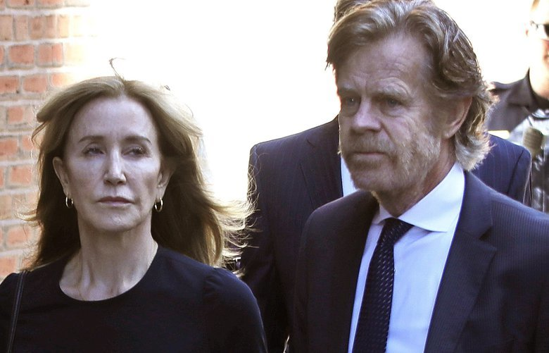 Felicity Huffman arrives at federal court with her husband William H. Macy for sentencing in a nationwide college admissions bribery scandal, Friday, Sept. 13, 2019, in Boston. (AP Photo/Elise Amendola) MAEA101 MAEA101