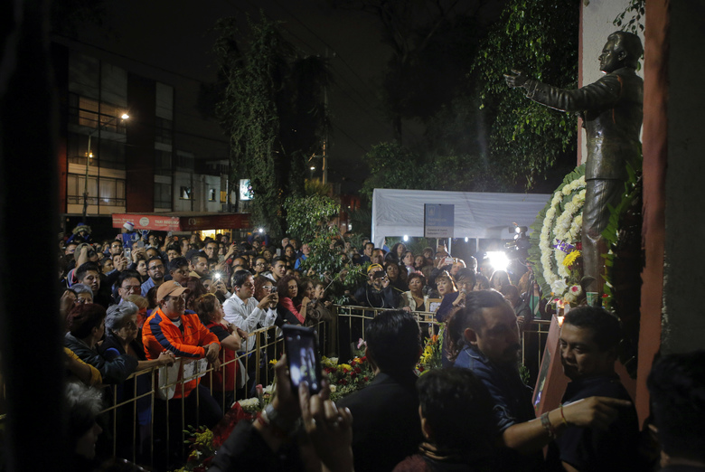 """Fans gather to sing and remember Jose Jose while mourning his death at Jose Jose's statue in Mexico City, Saturday, Sept. 28, 2019. Mexican crooner Jose Jose, the elegant dresser who moved audiences to tears with melancholic love ballads and was known as the """"Prince of Song,"""" has died at the age of 71. Mexican artists' association ANDI confirmed the death in a Twitter post on Saturday. (AP Photo/Anthony Vazquez)"""