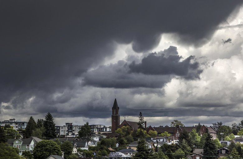 """Clouds roll in over the Central District in Seattle as a storm approaches. Clouds  and rain and our famous """"marine layer"""" are settling in for a long stay.  (Steve Ringman / The Seattle Times, 2015)"""