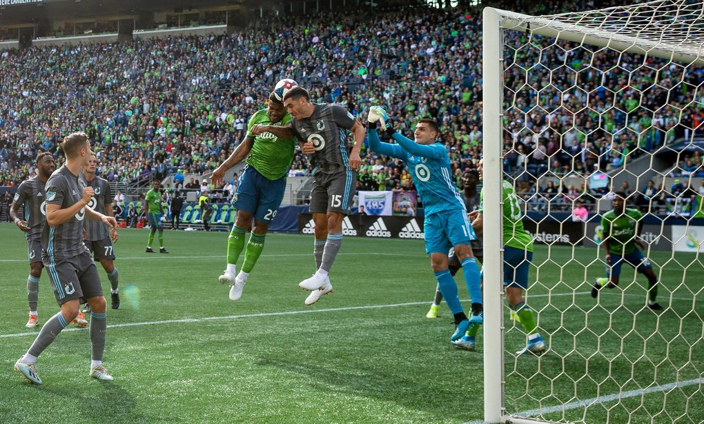 Seattle Sounders defender Roman Torres (29) fails to score a header during the final game of the regular season between the Seattle Sounders and Minnesota United in Seattle on October 6, 2019. (Andy Bao / The Seattle Times)