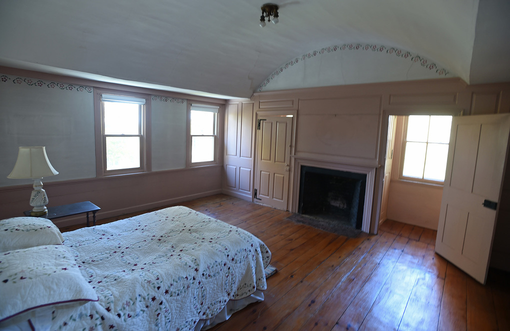 Two bedrooms in the Wadsworth house feature barrel ceilings. (Brad Horrigan / Hartford Courant / TNS)