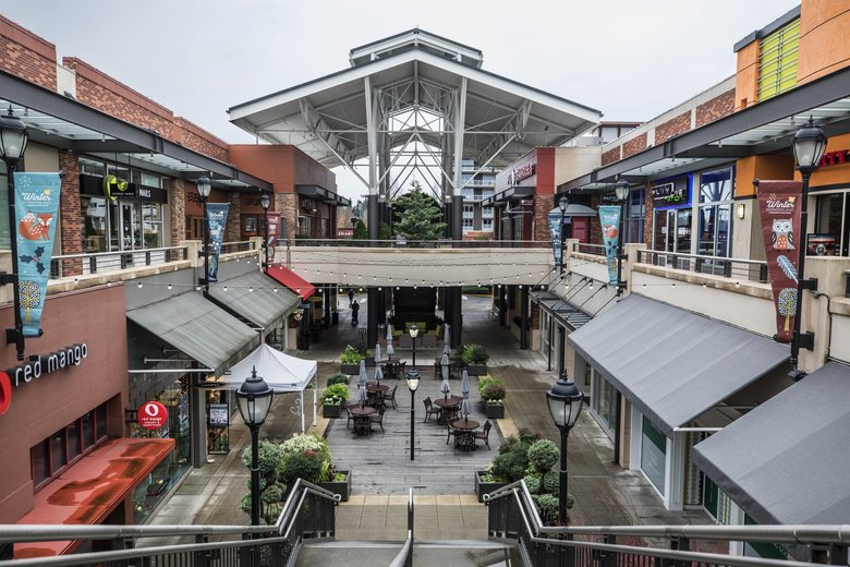 Redmond Town Center finds itself in a unique fix: blessed by an affluent local population, but cursed by stiff competition from other Eastside venues. (Steve Ringman / The Seattle Times)