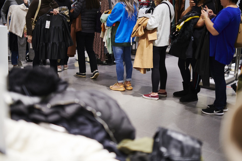 Customers stand in line at Zara at the Garden State Mall on Black Friday in Paramus, N.J., on Nov. 29, 2019. (Gabby Jones / Bloomberg)