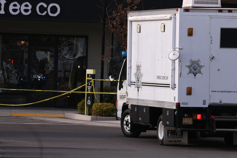 1 dead, 3 injured in Ore. shopping center stabbing spree
