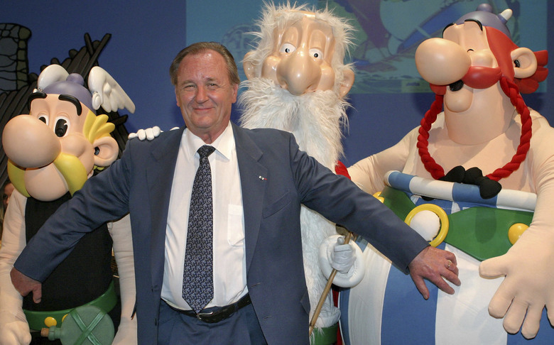 """FILE – In this June 12, 2004 file photo, French illustrator Albert Uderzo poses with characters of his famous comics, Asterix, left, druid Miraculix, behind, and Obelix , right, during the awarding of the so called """"Max & Moritz"""" award by the Erlangen Comic Salon2004 in Erlangen, southern Germany. Albert Underzo, one of the two creators of the beloved comic book character Asterix, who captured the spirit of the Gauls of yore and grew a reputation worldwide, died early Tuesday March 24, 2020. He was 92. (AP Photo/Frank Boxler, File)"""