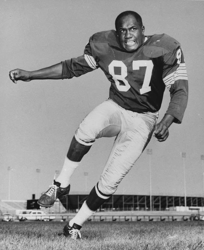 FILE – This is a 1963 file photo showing Green Bay Packers defensive end Willie Davis. Willie Davis, a Pro Football Hall of Fame defensive lineman who helped the Green Bay Packers win each of the first two Super Bowls, has died. He was 85. The Packers confirmed Davis' death to the Pro Football Hall of Fame on Wednesday, April 15, 2020. (AP Photo)