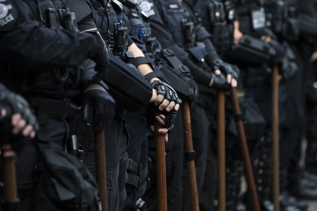 Police hold a line on Pine Street and 11th Avenue in Capitol Hill on Tuesday, June 3, 2020. Tuesday, June 3, 2020  214135 (Amanda Snyder / The Seattle Times)