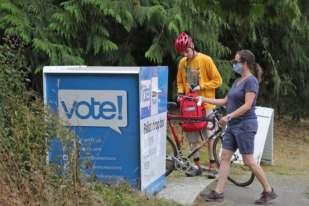At Waterway 19 Park, next to Gas Works Park, there was heavy ballot drop-off traffic Tuesday morning. (Greg Gilbert / The Seattle Times)