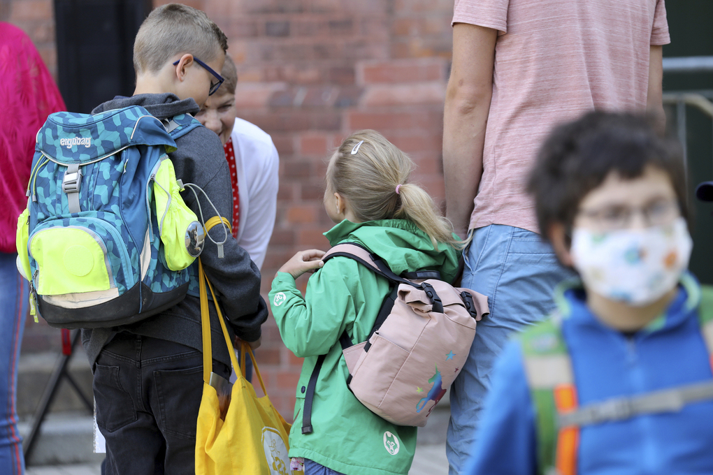 Students in Rostock, Germany, are among that nation's first to return to school after coronavirus closures. (Bernd W'stneck/dpa-Zentralbild/dpa via AP)