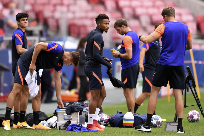 Leipzig's Christopher Nkunku, center, and his teammates get ready for a training session at the Luz stadium in Lisbon, Monday Aug. 17, 2020. Leipzig will play PSG in a Champions League semifinals soccer match on Tuesday. (David Ramos/Pool via AP)