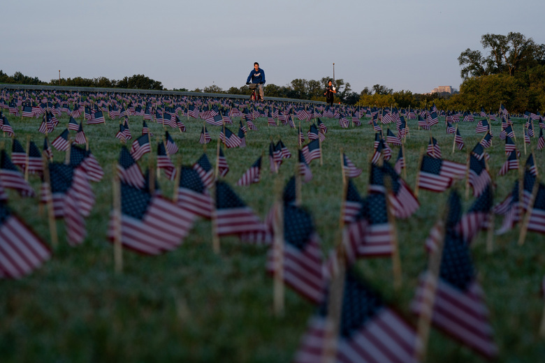 Flags near the Washington Monument in Washington D.C. on Sept. 22, 2020, honor the more than 200,000 lives lost so far in the United States during the coronavirus pandemic. (Anna Moneymaker / The New York Times)