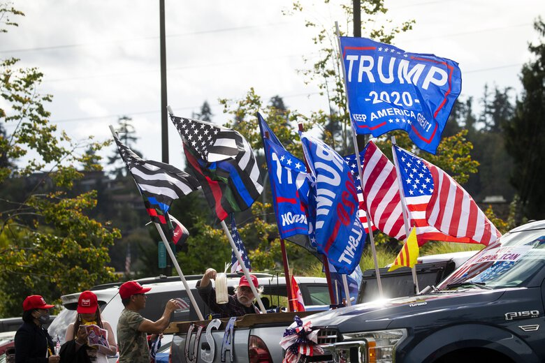 Convoys of cars from around the state converge on Bellevue's Downtown Park for a rally Saturday for Republican candidates. (Bettina Hansen / The Seattle Times)
