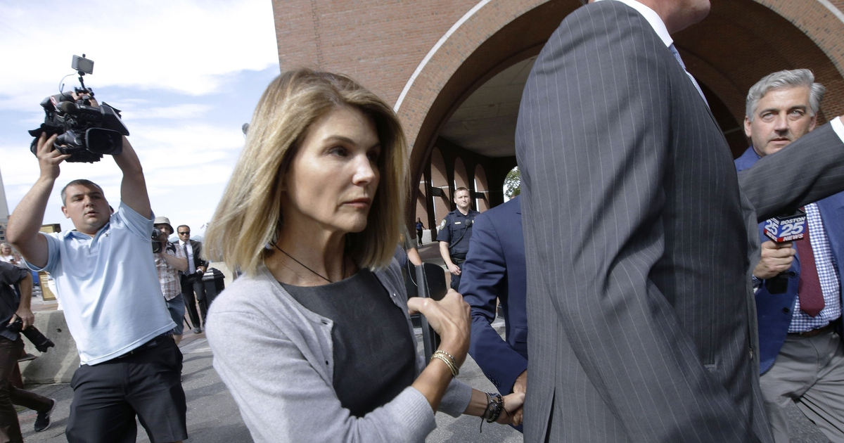 Actor Lori Loughlin reports to prison in college scam