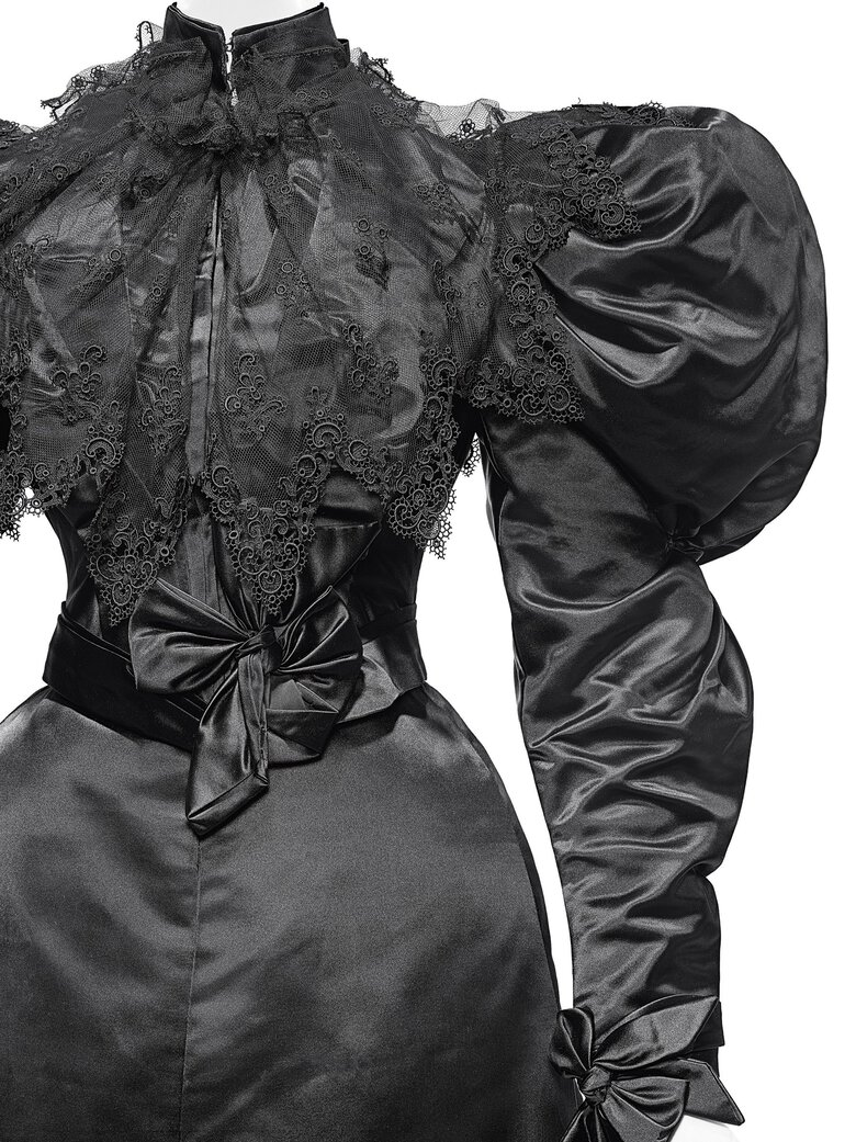 Dinner dress, Mrs. Arnold (American), circa 1895, from the Brooklyn Museum Costume Collection at The Metropolitan Museum of Art, Gift of the Brooklyn Museum, 2009; Gift of Sally Ingalls, 1932. (Nicholas Alan Cope / Metropolitan Museum of Art)