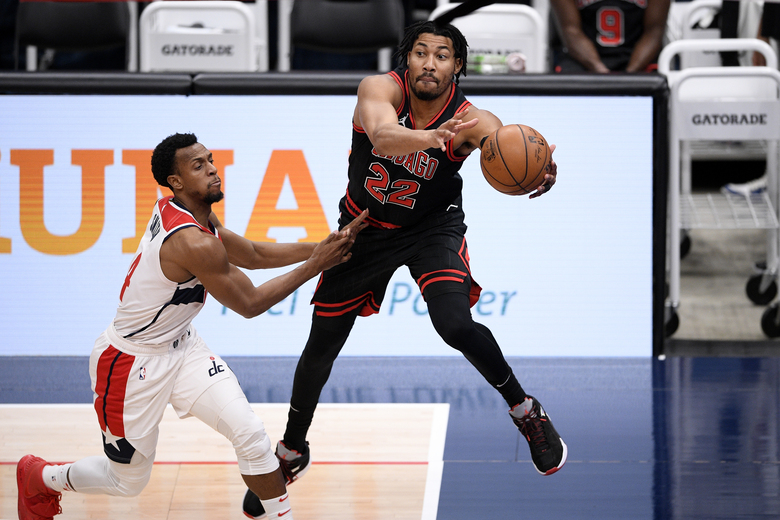 Chicago Bulls forward Otto Porter Jr. (22) reaches for the ball next to Washington Wizards guard Ish Smith, left, during the second half of an NBA basketball game, Tuesday, Dec. 29, 2020, in Washington. (AP Photo/Nick Wass)