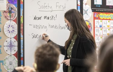 Thursday, January 21, 2021      Substitube teacher Bethany Carbonetti maps out the safty first rules for 2nd grade students on the first day of expanded in-person instruction at Newport Heights Elementary School in Bellevue.  216175