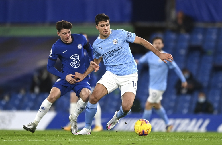 Chelsea's Mason Mount, left, and Manchester City's Rodrigo challenge for the ball during the English Premier League soccer match between Chelsea and Manchester City at Stamford Bridge, London, England, Sunday, Jan. 3, 2021. (Shaun Botterill/Pool via AP)