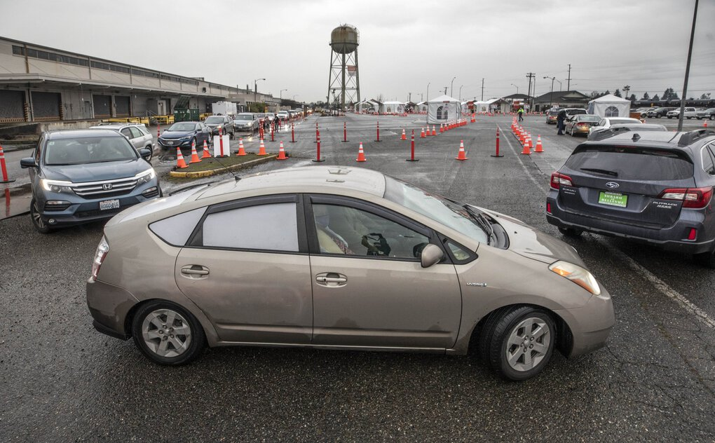 Drivers get in line at the GSA Complex in Auburn on Monday, one of two mass vaccination sites in  in South King County. (Steve Ringman / The Seattle Times)