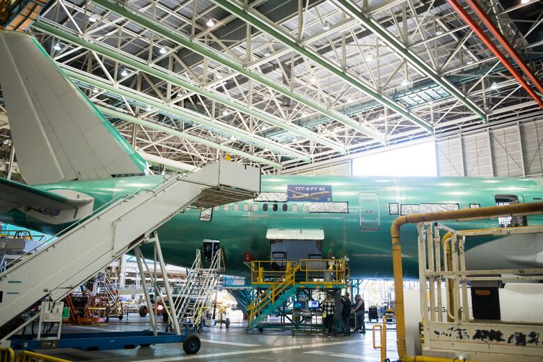A Boeing 777-9 airplane on the assembly plant in Everett, on March 6. (Chona Kasinger / Bloomberg)