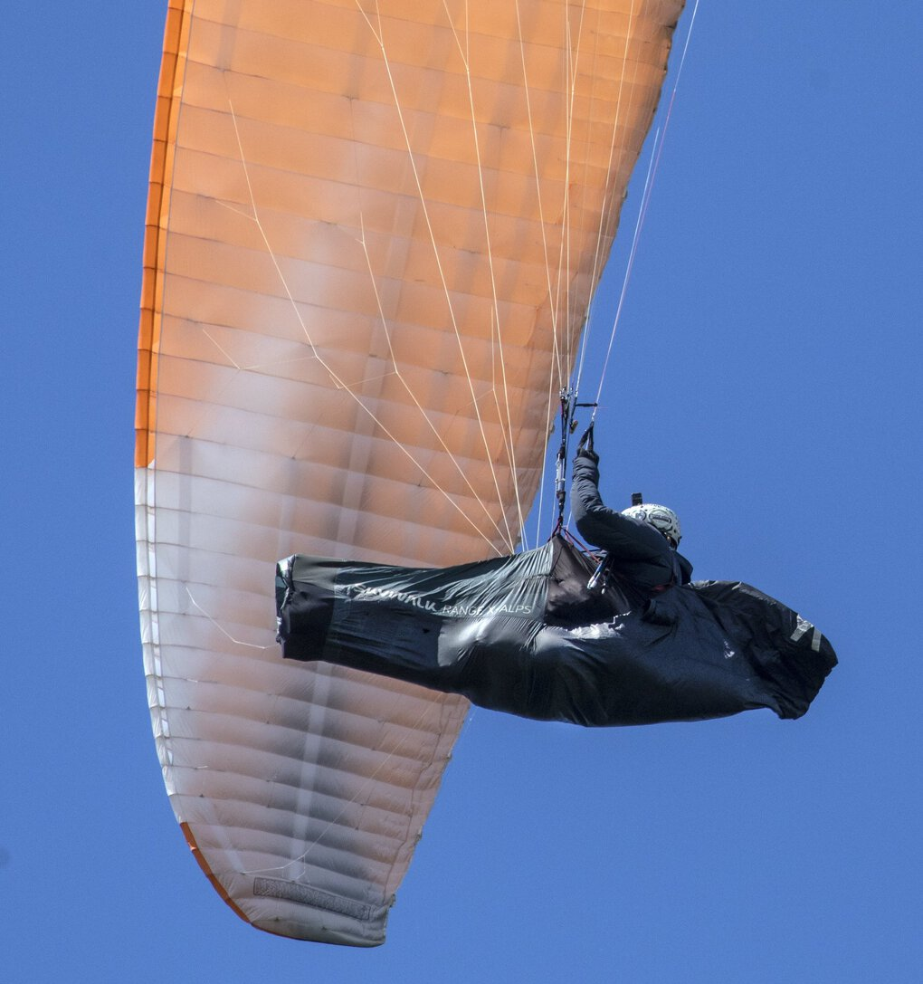 """Jesse Williams soars over Samish Bay in his paraglider. Over the years, Williams has become adept at finding lift to extend his flights. """"I see the air in a different way than just about anybody,"""" he says. """"You're reading the clouds, looking at different wind patterns, watching what different birds are doing."""" (Steve Ringman / The Seattle Times)"""