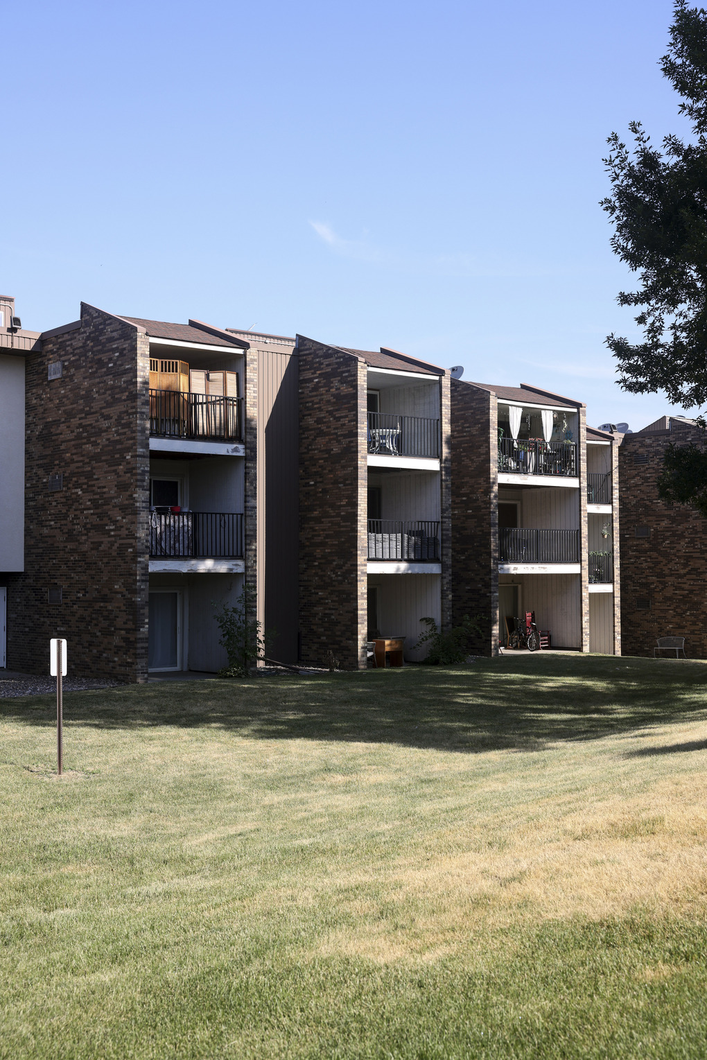 The Ridgeview Condominiums in Burnsville, Minnesota.,   need major repairs that  one consultant estimated would exceed $12 million. (Jenn Ackerman / The New York Times)
